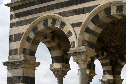 Detail of the facade of the Basilica della Santissima Trinità di Saccargia, Basilica of the Holy Trinity of Saccargia, between the towns of Ploaghe and Codrongianus in the Logudoro, Sassari Province, Sardinia, Italy, Europe : Stock Photo