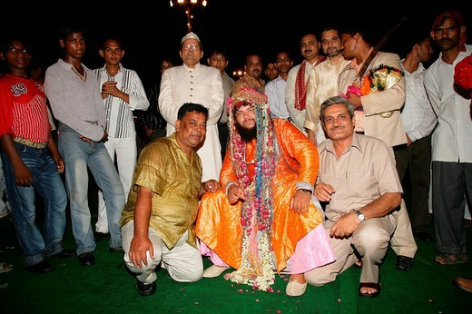 Sheik Medimir Naizi and guests, group picture during his wedding held at Sufi shrine in Bareilly, Uttar Pradesh, India, Asia : Stock Photo