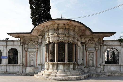 Pavilion of the Huesrev_Pasa library, Eyuep Muslim village on the Golden Horn, Istanbul, Turkey : Stock Photo