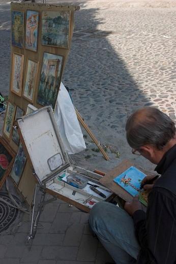 Ukraine Kiev Andrijivskyj road artist paints 2004 : Stock Photo