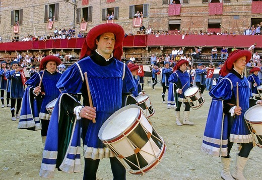 Historic Palio horse race, drummers of the Contrada della Pantera, Piazza il Campo Square, Tuscany, Italy, Europe : Stock Photo