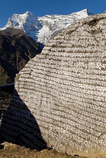 Painted Mani wall, Mani stone, Dudh Kosi valley, Solukhumbu, Khumbu, Sagarmatha National Park, Nepal : Stock Photo