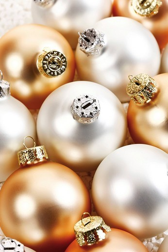 Stock Photo: 1848-212315 Gold and silver Christmas balls, full_frame
