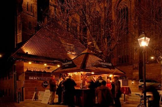 Stock Photo: 1848-213218 Bratwurst stand with Sebalduskirche Church in background, Nuremberg, Franconia, Bavaria, Europe