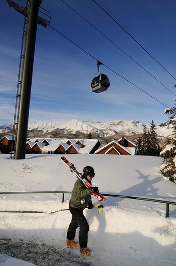 Stock Photo: 1848-213825 Skier in Mountain Village beneath the gondola lift, ski region Telluride in Colorado, USA, North America