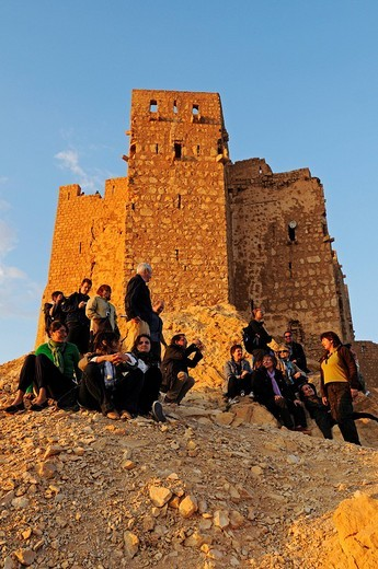 Tourists at sunset in front of the castle Qala´at Ibn Ma´n, Palmyra, Tadmur, Syria, Asia : Stock Photo