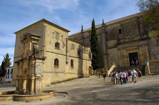 Santa María´s fountain and Cathedral, 16th century, at Santa María´s square, Baeza, Jaén province, Andalusia, Spain, Europe : Stock Photo