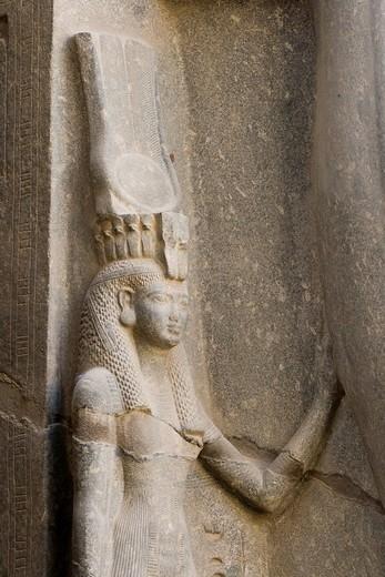 Queen Nefertari between the legs of Ramses II, Luxor Temple, Luxor, Nile Valley, Egypt, Africa : Stock Photo