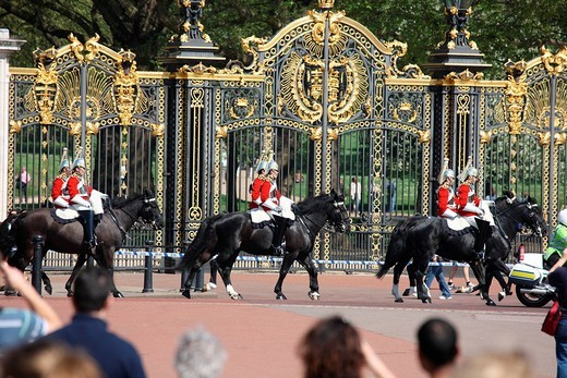 Stock Photo: 1848-217489 Royal Guard in front of Buckingham Palace, London, England, Great Britain, Europe