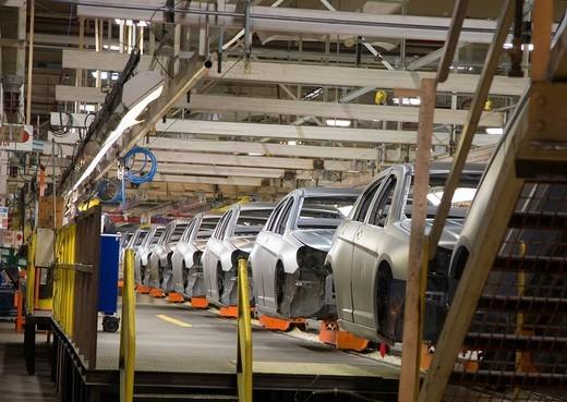 Assembly line for the Chrysler Sebring sedan, Sterling Heights, Michigan, USA : Stock Photo