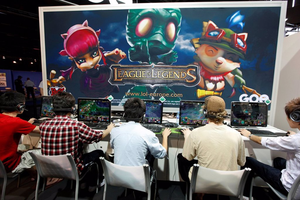 Stock Photo: 1848-220442 League of Legends, an international video game competition on the Entertainment Area of the Gamescom, the world´s largest fair for computer games in the Messe Koeln Cologne Exhibition Center, North Rhine_Westphalia, Germany, Europe
