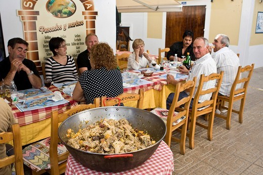 Stock Photo: 1848-221005 Street restaurant with typical pan dish in the old town of Eivissa, Ibiza, Baleares, Spain