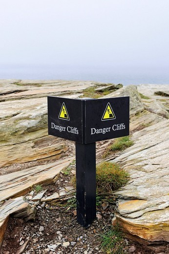 Warning sign for risk of falling on the cliffs of Cornwall, Cornwall, England, UK, Europe : Stock Photo