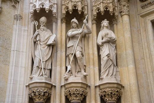 Sculptures, details of the entrance of Zagreb Cathedral, Zagrebacka katedrala, on Kaptol, Gornji Grad, Zagreb, Croatia, Europe : Stock Photo