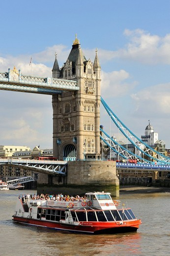 Stock Photo: 1848-228447 View of the Thames River with the sightseeing boat Red Rover and the museum ship HMS Belfast, London, England, United Kingdom, Europe
