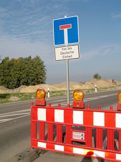 Sign dead end, free until German unification : Stock Photo