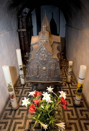 Crypt with chest of St Liudger at the Ludgerus basilica, Essen_Werden, NRW, Germany : Stock Photo