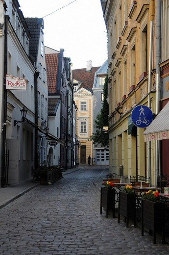 Side street with cobblestones in the Old Town of Riga, Latvia, Baltic States, Europe : Stock Photo