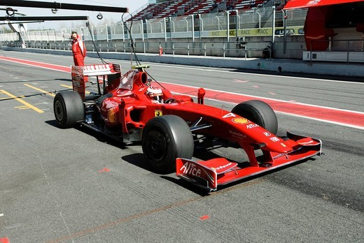 Kimi RAEIKKOENEN in the Ferrari F60 during Formula One testing sessions on Circuit de Catalunya near Barcelona, Spain : Stock Photo