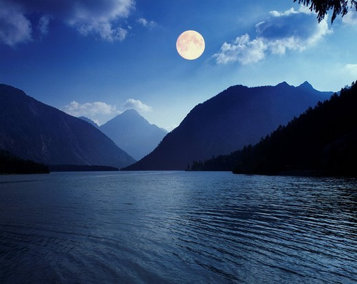 Moon over Lake Plansee near Reutte, Tyrol, Austria, Europe : Stock Photo