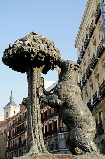 Stock Photo: 1848-235723 El ozo y el madrono, the bear and the mulberry tree monument, Puerta del Sol, Plaza, Madrid, Spain, Europe
