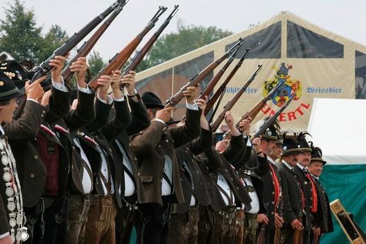 Stock Photo: 1848-237201 Riflemen firing a gun salute during a folk festival in Muehldorf am Inn, Upper Bavaria, Bavaria, Germany, Europe