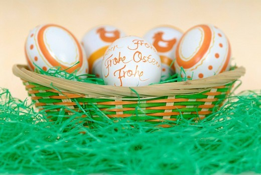Stock Photo: 1848-239237 Easter eggs in a basket