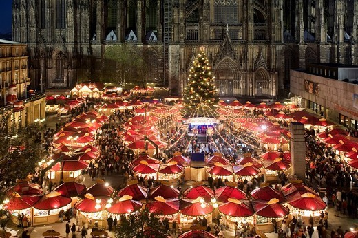Aerial view of the illuminated christmas market and christmas tree in front of Cologne Cathedral, North Rhine_Westphalia, Germany, Europe : Stock Photo