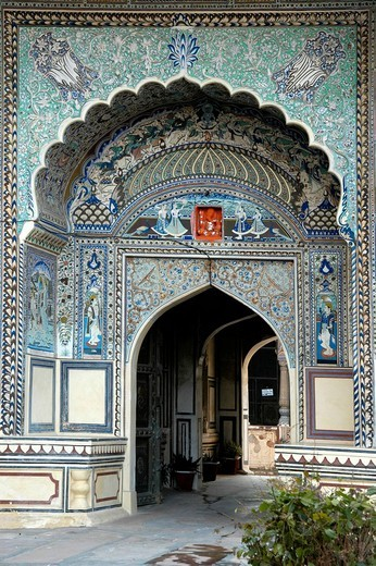 Courtyard entrance decorated with turquoise and stucco, Pushkar, Rajasthan, India, Asia : Stock Photo