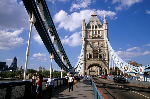 Tower Bridge, neo_Gothic bridge crossing the River Thames in the east of the city, London, England, UK, Europe : Stock Photo