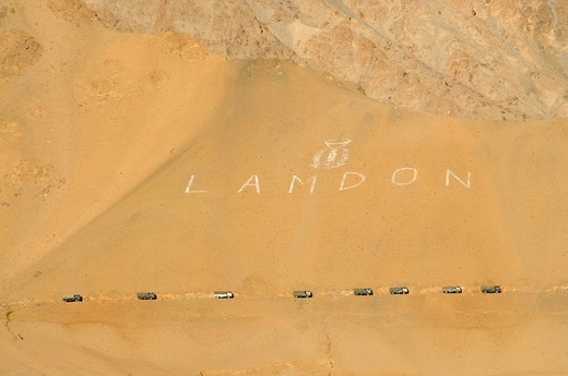 Indian military convoy coming over the Kardung Pass from the Pakistani and Chinese border back to Leh, Ladakh, Himalayas, India, Asia : Stock Photo