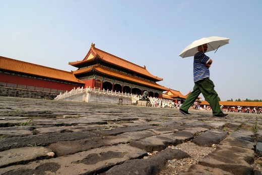 Man with parasol walking over cobblestones, Forbidden City, Imperial Palace, Beijing, China, Asia : Stock Photo