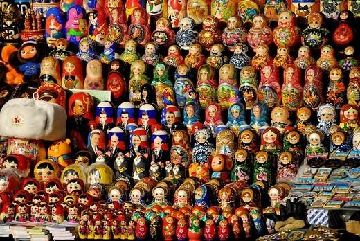 Stock Photo: 1848-246019 Many Matryoshka dolls or Russian nested dolls, street market, Moscow, Russia