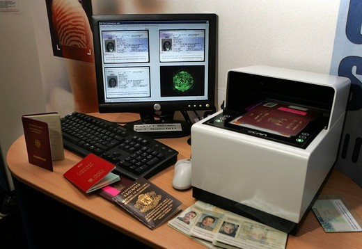DEU, Germany, Muenster, 28.09.05 : Document verification reader Authenticator 200, Presented on the international police fair and trade show IPOMEX. , : Stock Photo