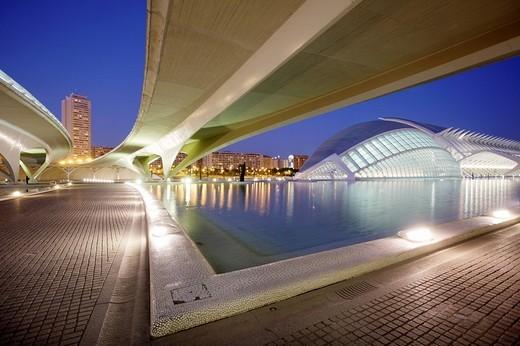 ESP, Spain, Valencia : Ciudad de las Artes Y de las Ciencias, City of arts and sciences. L´Hemisferic and Museo de las Ciencias Principe Filipe : Stock Photo