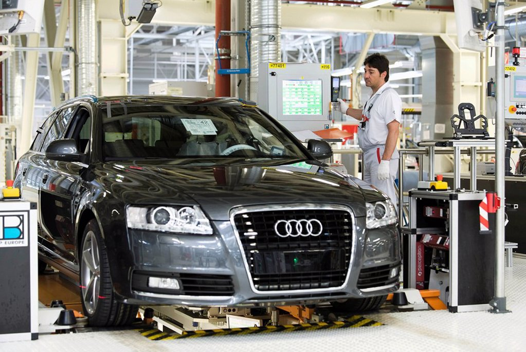 Stock Photo: 1848-250052 An Audi employee working on the suspension set_up of an Audi A6 Avant S_Line at the control centre of the Audi plant in Neckarsulm, Baden_Wuerttemberg, Germany, Europe