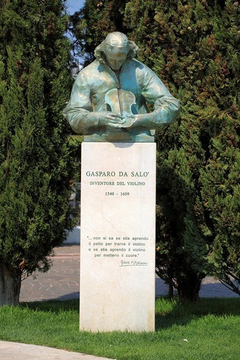 Monument to Gasparo da Salò, the inventor of the violin, Salò on Lake Garda, Italy, Europe : Stock Photo