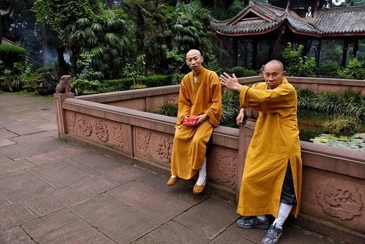 Stock Photo: 1848-250841 Friars, Wannian monastery, Mount Emei near Chengdu, China, Asia
