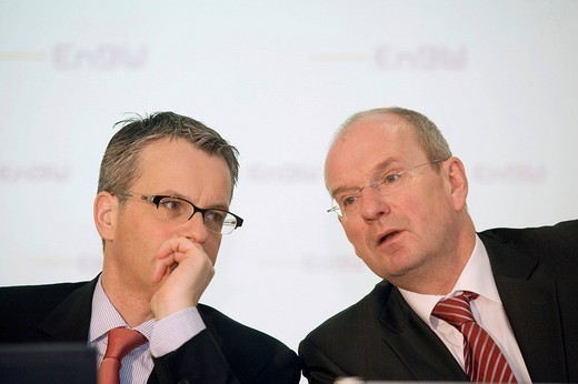 Dr. Christian HOLZHERR L, Chief Financial Officer, and Hans_Peter VILLIS, chief executive officer, of the EnBW Energie Baden_Wuerttemberg AG during annual earnings press conference, KARLSRUHE, GERMANY, 19.02.2008. : Stock Photo