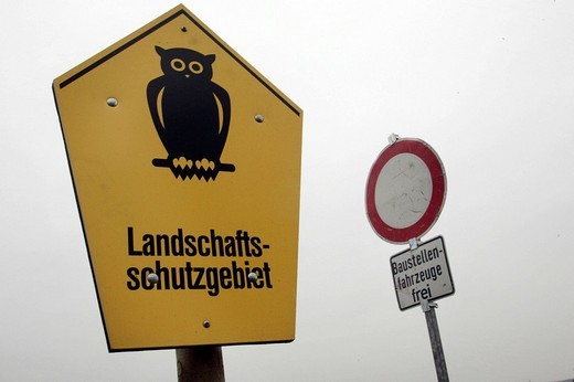 Stock Photo: 1848-253146 Construction sign and conservation area signs next to each other at construction site for a new bridge Waldschloesschenbruecke in Dresden, Saxony, Germany