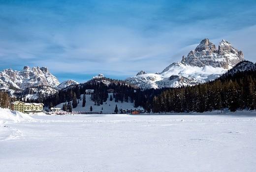 Frozen Lake Misurina looking towards Tre Cime di Lavaredo, Three Peaks, Dolomites, Veneto, Italy, Europe : Stock Photo
