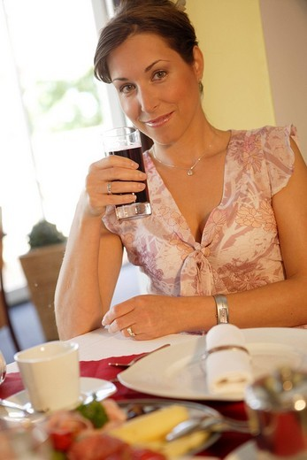 Stock Photo: 1848-25538 Young woman having breakfast