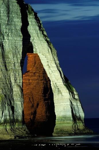 Falaise d´aval at dusk, sea cliff, Étretat, Côte d´Albatre, Haute_Normandie, Normandy, France, Europe : Stock Photo