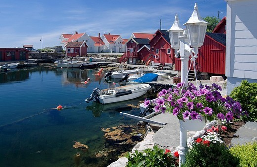 Red and white wooden houses with flower decorations, housing estate near Lindesnes, Vest_Agder, southern Norway, Scandinavia : Stock Photo