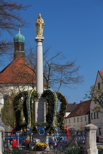 Marian column with Easter fountain, Vohburg, Upper Bavaria, Bavaria, Germany : Stock Photo