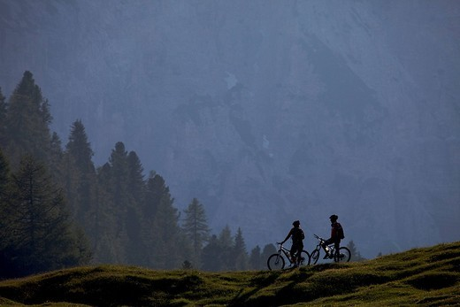 Stock Photo: 1848-258258 Mountain bike riders, Fodara Vedla basin, Parco naturale Fanes_Sennes_Braies, Veneto, South Tyrol, Italy, Europe