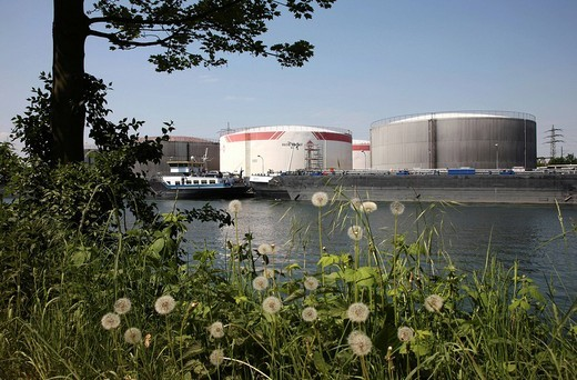 Ruhr Oel GmbH loading station for crude_oil and crude_oil products on the Rhine_Herne_Canal in Gelsenkirchen, North Rhine_Westphalia, Germany, Europe : Stock Photo