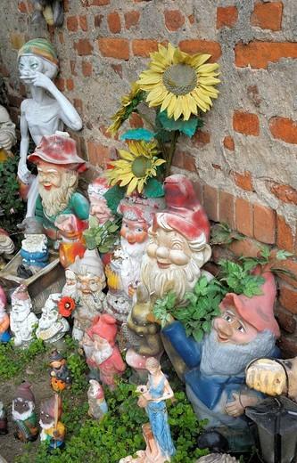 Ceramic figurines, garden gnomes : Stock Photo