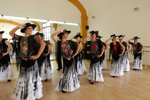 Flamenco group practicing n the Conservatorio de Danza, Sevilla, Andalusia, Spain, Europe : Stock Photo