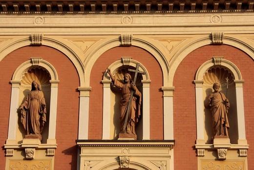 Statues of saints on a church near Brenzone, Lake Garda, Italy, Europe : Stock Photo